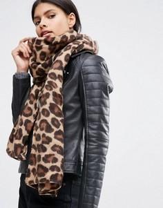 Легкий шарф с леопардовым принтом ASOS - Коричневый
