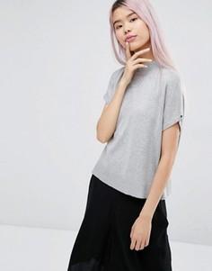 Трикотажная футболка с высокой горловиной Monki - Серый