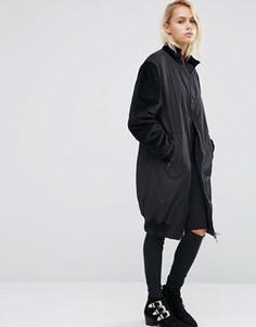 Длинное пальто с контрастными бархатными рукавами ASOS - Черный
