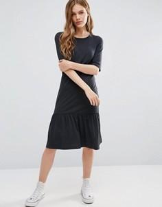Трикотажное платье с оборкой на кромке Noisy May Melanie - Серый