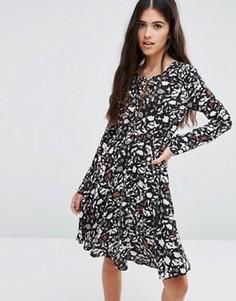 Короткое приталенное платье с вырезом Pixie & Diamond - Черный
