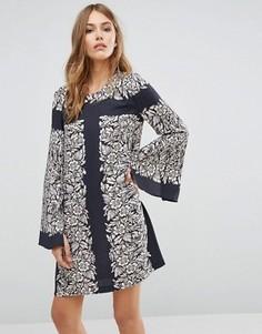 Платье-туника с платочным принтом и рукавами-колокол BCBGMAXAZRIA - Мульти