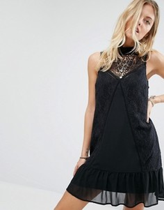 Платье с высокой горловиной и кружевной отделкой Abercrombie & Fitch - Черный
