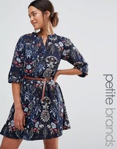 Платье с поясом и цветочным принтом Yumi Petite - Темно-синий