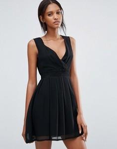 Короткое приталенное платье с кружевной вставкой на талии Jasmine - Черный