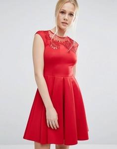 Платье с вышивкой и вырезами Ted Baker - Красный