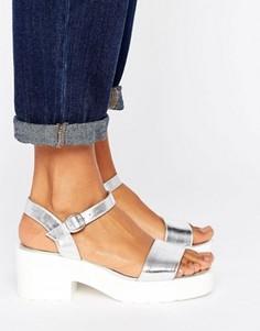 Массивные сандалии на низком блочном каблуке London Rebel - Серебряный