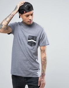 Серая футболка с карманом и логотипом Vans VA2XCQLTV - Серый