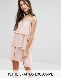 Платье на бретельках с ярусными оборками Glamorous Petite - Розовый