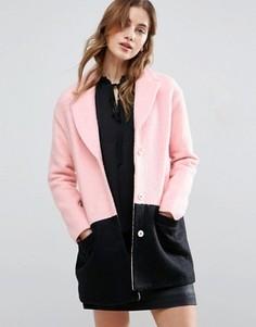 Пальто в стиле колор блок Girls On Film - Розовый