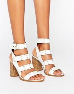 Кожаные сандалии с заклепками ASOS TRIUMPHANT - Белый