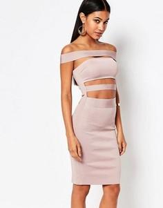 Бандажное платье с открытыми плечами WOW Couture - Розовый