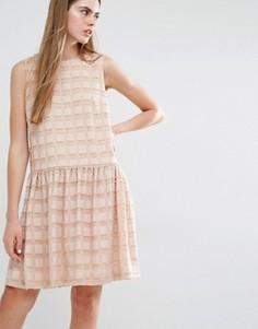 Фактурное платье с заниженной талией Baum und Pferdgarten Aima - Розовый
