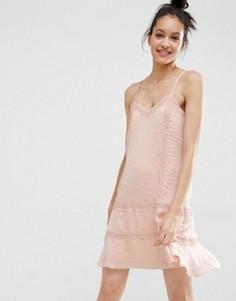 Атласное платье на бретельках с кружевной отделкой Vero Moda - Кремовый
