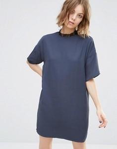 Цельнокройное платье с высоким кружевным воротом First & I - Синий