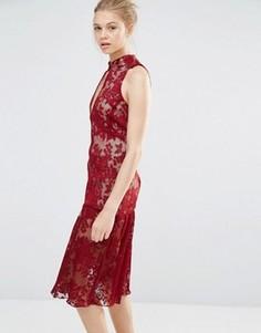 Кружевное платье с вырезом-капелькой и оборками по краю Endless Rose - Красный