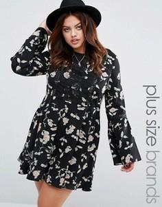Короткое приталенное платье с расклешенными рукавами и цветочным принтом Alice & You - Мульти