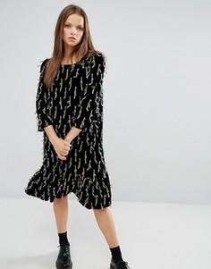 Декорированное свободное платье с рюшами по низу STYLENANDA - Черный