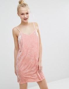 Бархатное платье-комбинация Monki - Розовый