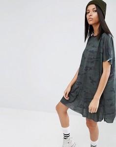 Свободное платье-футболка с камуфляжным принтом ASOS - Мульти