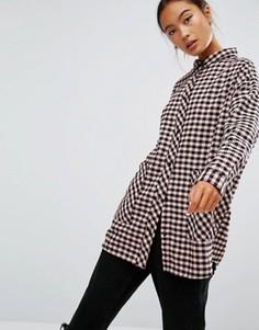 Рубашка в клетку с большим карманом Monki - Розовый