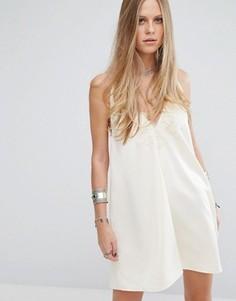 Свободное платье-халтер с кружевной вставкой и завязкой с кисточками Kiss The Sky - Кремовый