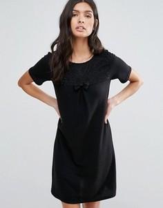Цельнокройное платье с бантиком спереди Pussycat London - Черный