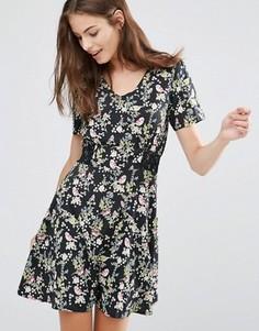 Чайное платье с цветочным принтом Yumi - Черный