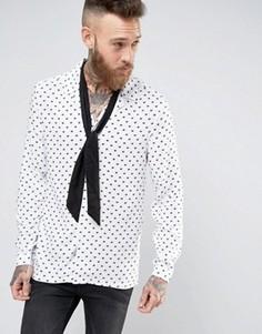 Вискозная рубашка классического кроя в сердечки с воротником в виде лацканов и шарфом ASOS - Белый