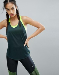 Темно-зеленая эластичная майка Nike - Зеленый