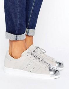 Серые кроссовки с серебристой вставкой на носке adidas Originals Superstar - Серый