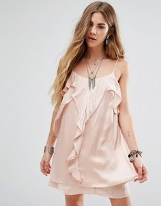 Платье на бретельках с оборкой спереди Honey Punch - Розовый