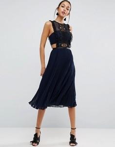 Платье миди с кружевной отделкой и плиссированной юбкой ASOS - Синий
