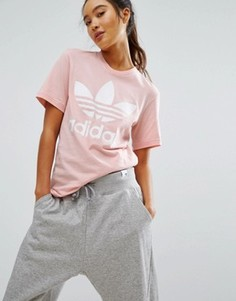 Розовая футболка бойфренда с логотипом-трилистником adidas Originals - Розовый