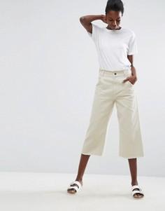 Укороченные широкие брюки с необработанным краем ASOS - Зеленый
