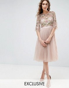 Платье миди с оборками на рукавах и цветочной вышивкой Needle and Thread - Розовый