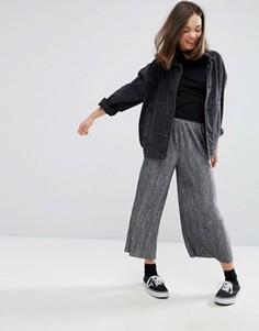 Плиссированные трикотажные брюки Monki - Серый