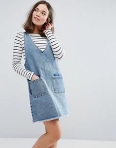 Джинсовое платье с V-образным вырезом Monki - Синий