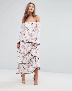 Платье макси с открытыми плечами, цветочным принтом и ярусными оборками Foxiedox - Мульти