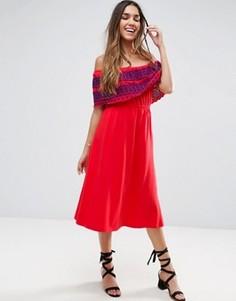 Сарафан миди с открытыми плечами и вышивкой на оборке ASOS - Красный