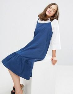 Джинсовое платье на бретельках с оборкой по краю Monki - Темно-синий