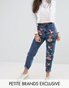 Джинсы в винтажном стиле с вышивкой Glamorous Petite - Синий