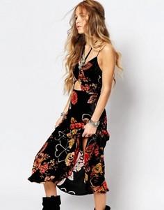 Платье макси с вырезами и цветочным принтом Honey Punch - Черный