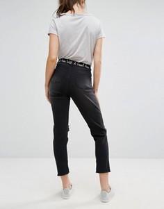 Укороченные джинсы с необработанными краями и вышитой надписью Daisy Street - Черный
