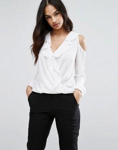 Блузка с запахом и вырезами на плечах Lipsy - Белый