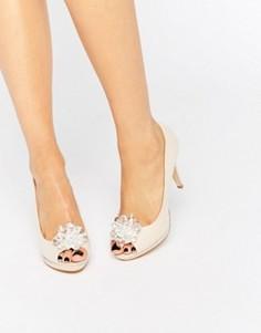 Телесные туфли с декоративной брошью и открытым носком Miss KG Gazelle - Бежевый