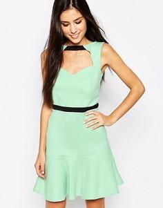 Платье с вырезом спереди и оборкой по подолу Lashes Of London - Зеленый