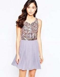 Короткое приталенное платье с отделкой на топе Virgos Lounge Petal - Фиолетовый