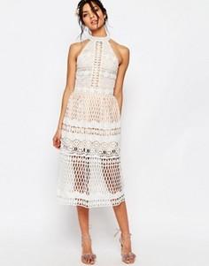 Кружевное платье миди с халтером и вырезами Jarlo Selma - Кремовый