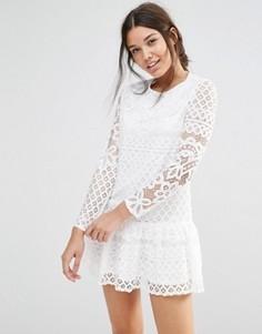 Кружевное платье с длинными рукавами и оборкой по краю Missguided - Белый
